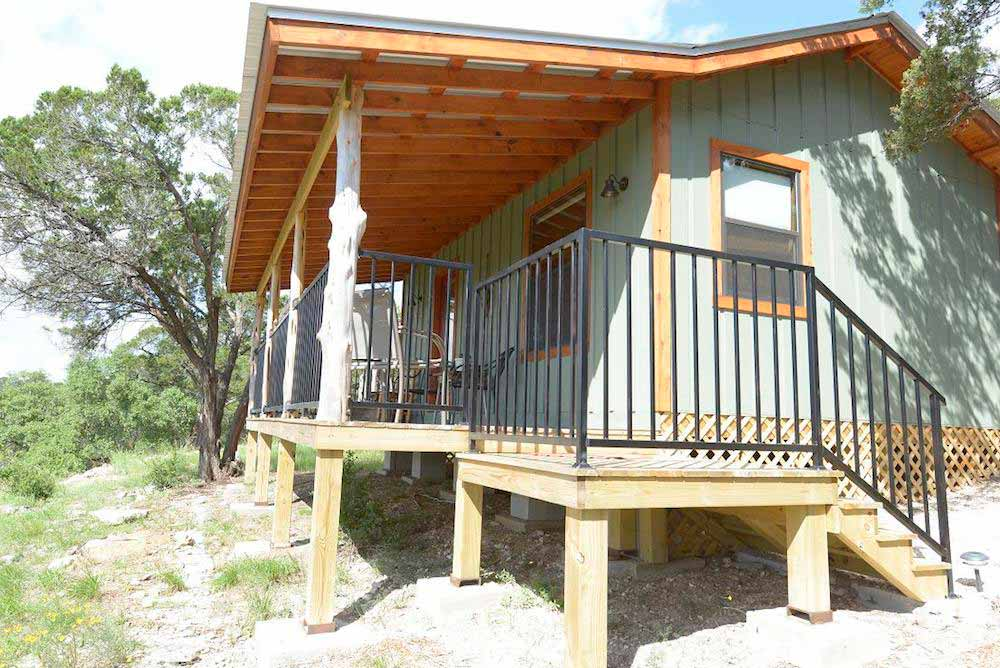 Buttercup hill scenic cabins 20 texas hill country for Texas hill country cabin