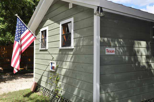 Leeway Cottages – The Texan