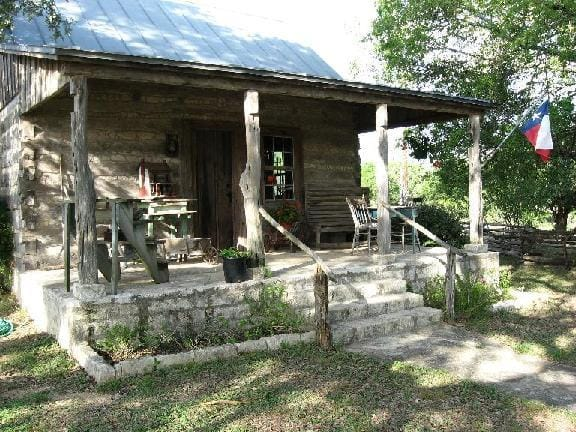 New trach log cabin 30 texas hill country reservations for Texas cabins in the woods